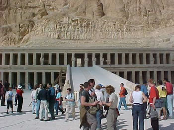 The Temple of Queen Hatshepsut (31kb)