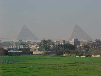 The Great Pyramids (11kb)